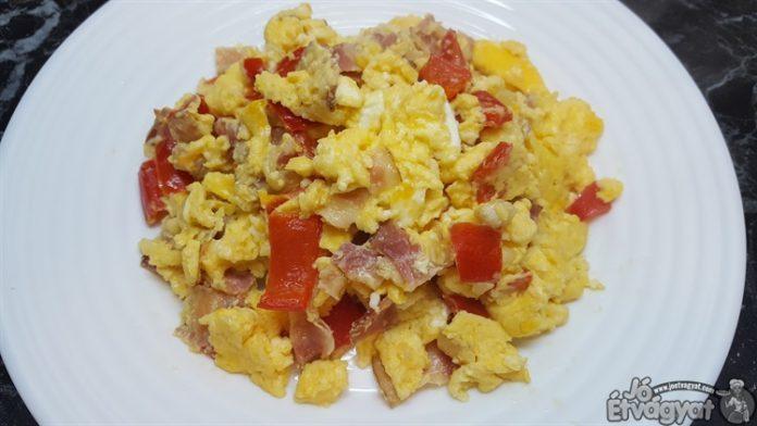 Baconos sült tojás