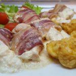 Baconbe tekert csirkemell tejszínnel