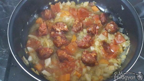Kolbász főzése