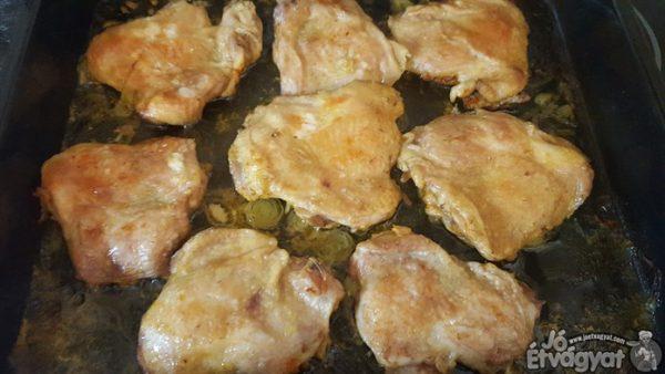 A csirkecombok sütése