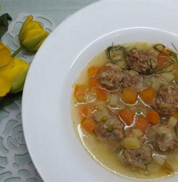 Snidlinges-zöldséges húsgombocleves
