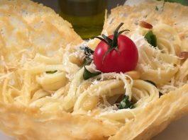 Spagetti sajtkosárkába töltve