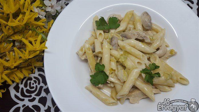 Csirkemelles-gombás-tejszínes tészta