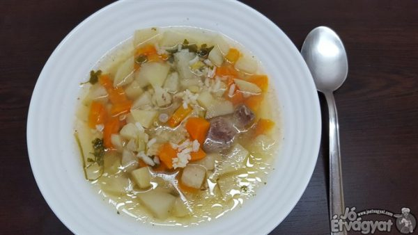 Zöldséges karalábé leves