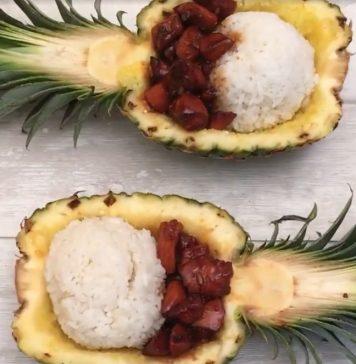 Karamellizált csirkemell ananászba tálalva